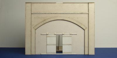 LCC A 70-01 O gauge brick arch with industrial gate