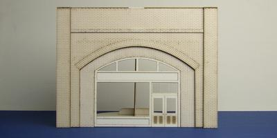 LCC A 70-03 O gauge brick arch with shop fittings