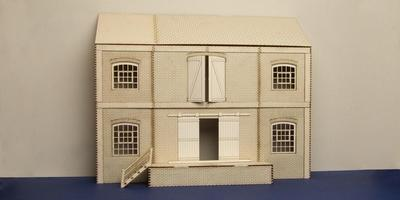 LCC B 70-02 O gauge lineside warehouse low relief version