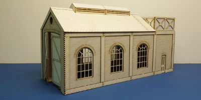 B 70-11 O gauge small engine shed with water tank