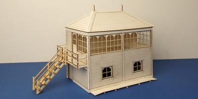 B 70-12L O gauge Midland style signal box with left stairs