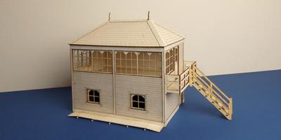 B 70-12R O gauge Midland style signal box with right stairs