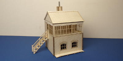 B 70-13L O gauge small signal box - left stairs