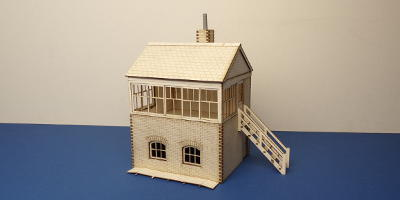 B 70-13R O gauge small signal box - right stairs